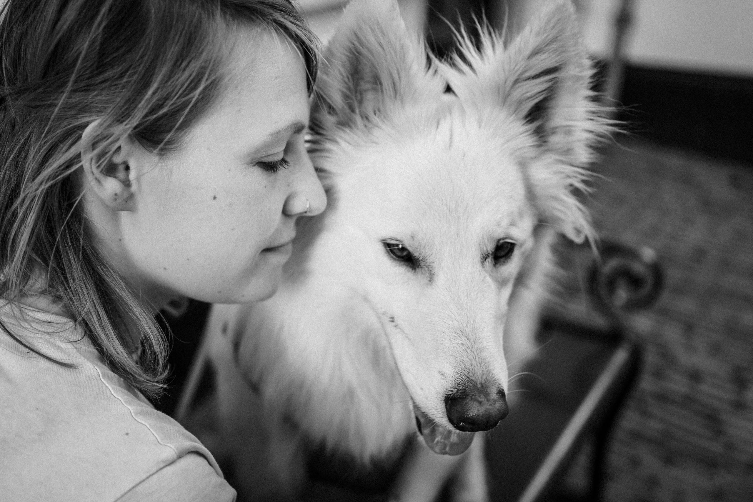 Hondengedragscoach Lisse van de Groep met witte herder Lewis
